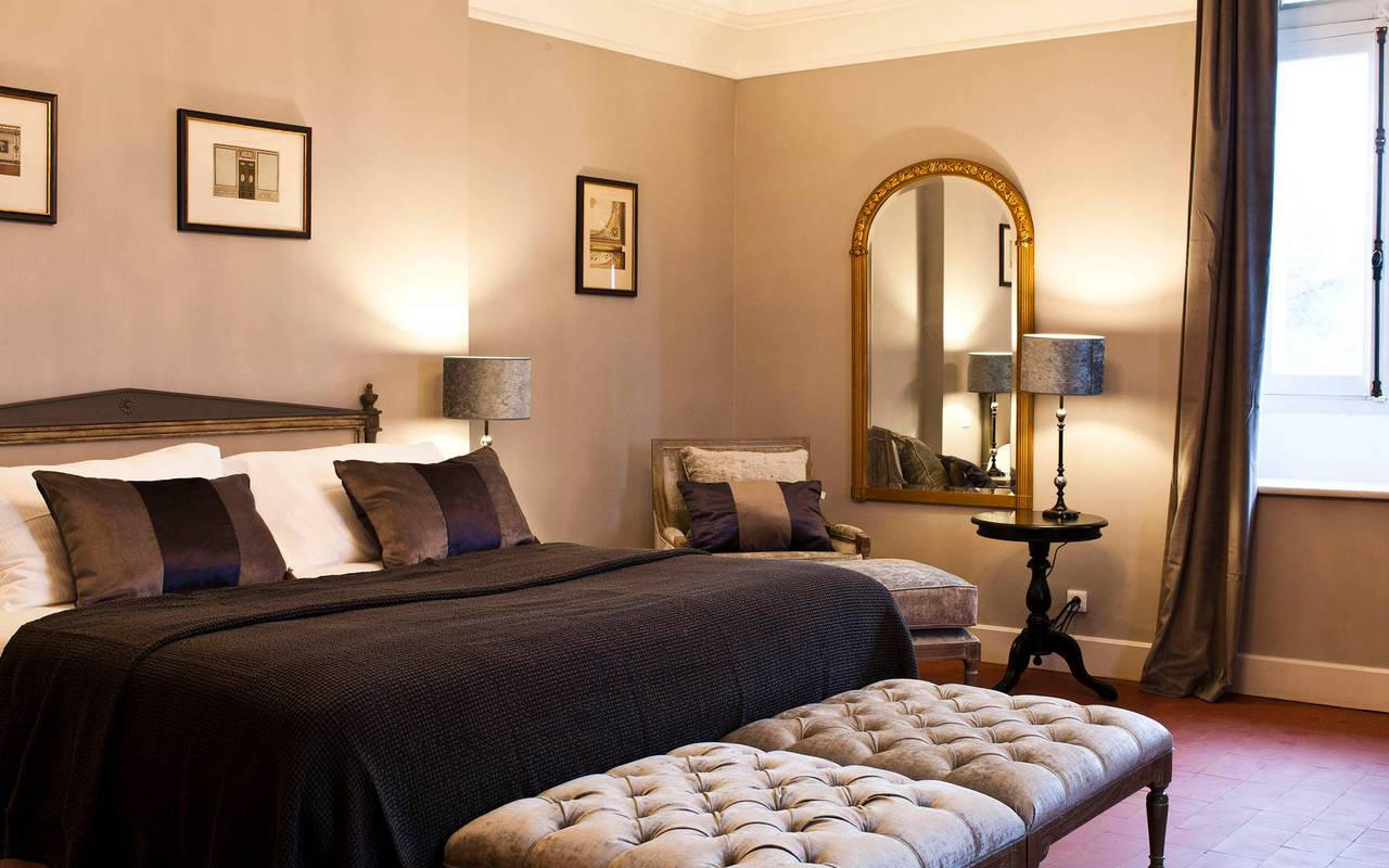 Spacious bedroom, conference Montpellier, Domaine & Demeure Events.