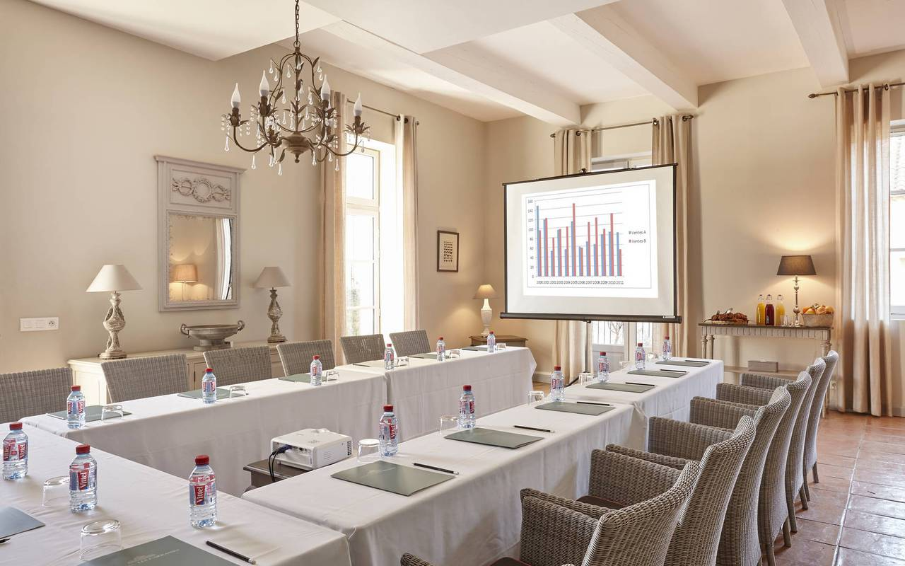 Meeting in an elegant living room, conference Montpellier, Domaine & Demeure Events.