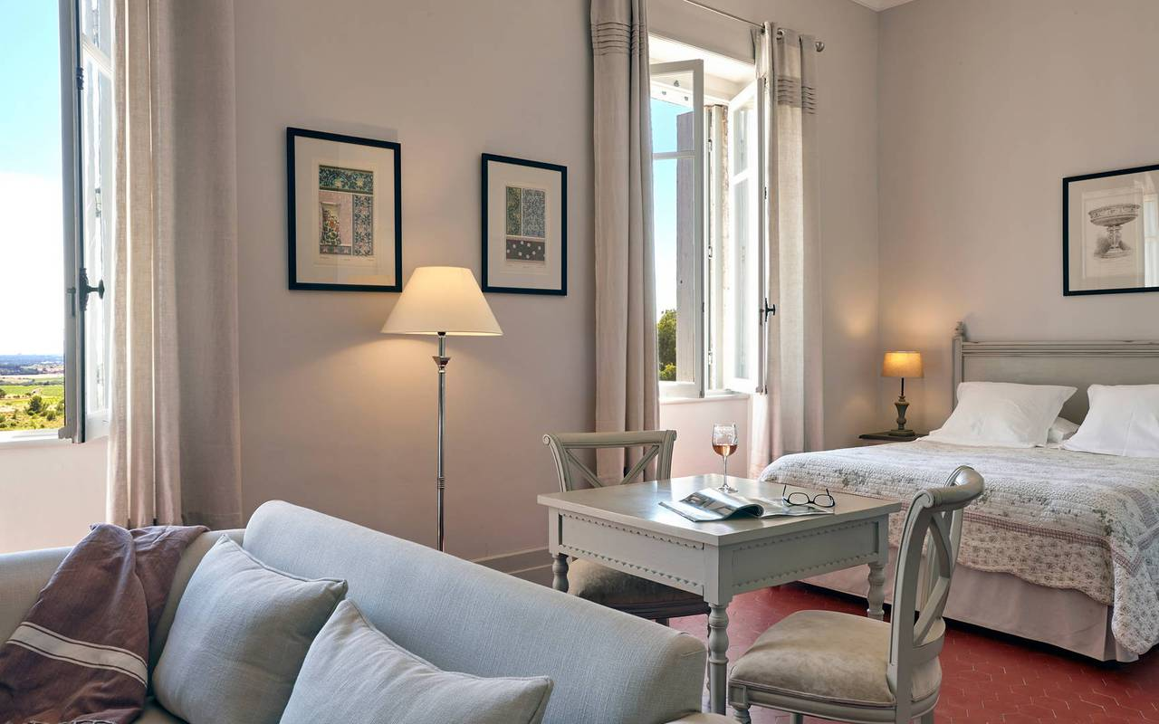 Spacious bedroom, conference France, Domaine & Demeure events.