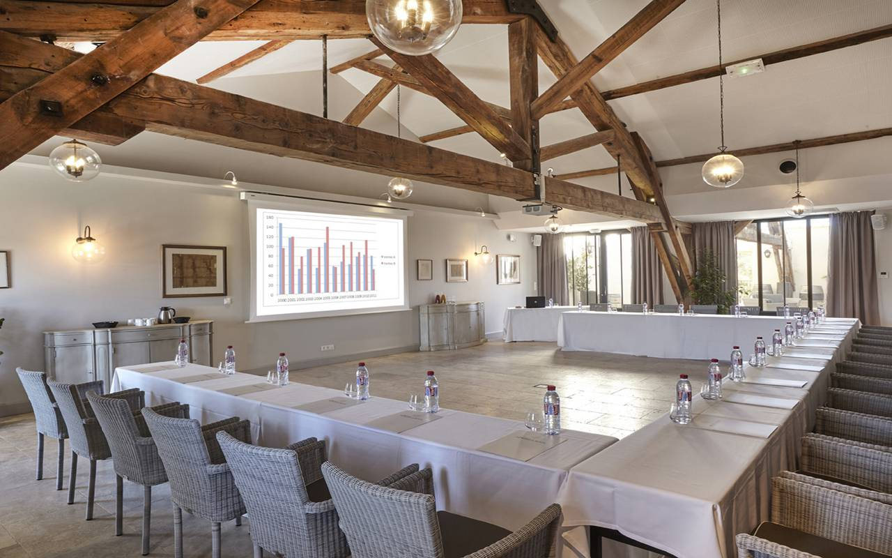 Very spacious meeting room, conference Narbonne, Domaine & Demeure events.