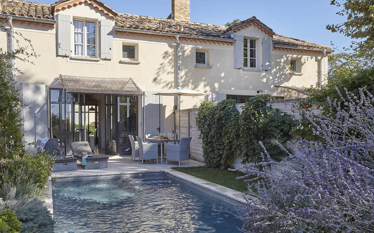 Outside view of a private house with pool, meeting Toulouse, Château Les Carrasses.