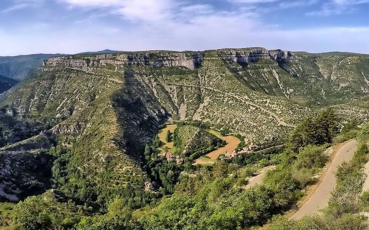 Cirque de Navacelles, close to the best languedoc wines, Domaine & Demeure Events