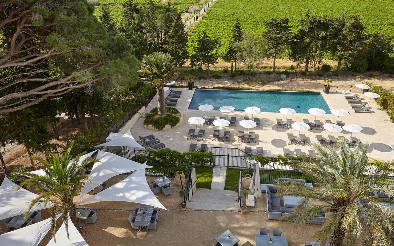 Vue aérienne de la piscine et de la terrace, hôtel séminaire Montpellier, Domaine & Demeure Events.