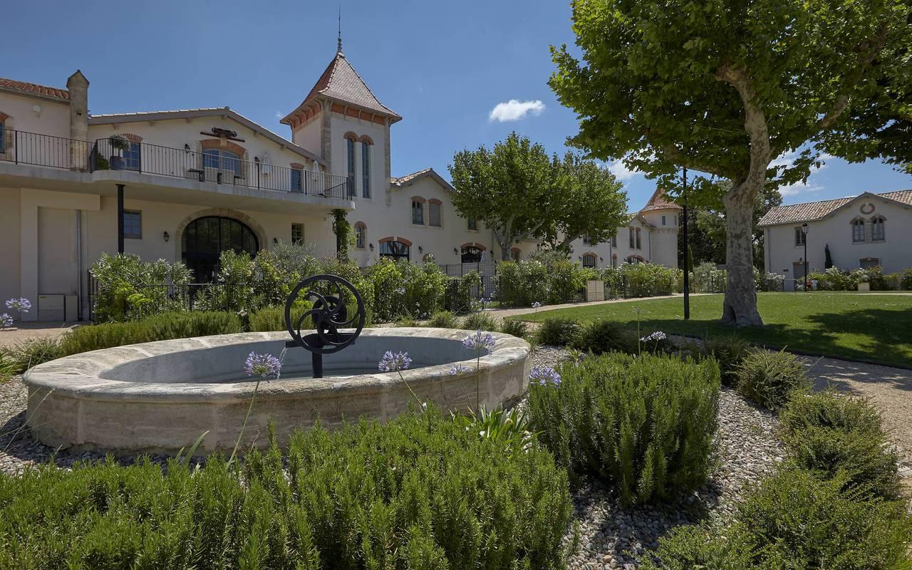 Jardin avec fontaine, hôtel séminaire Montpellier, Domaine & Demeure Events.