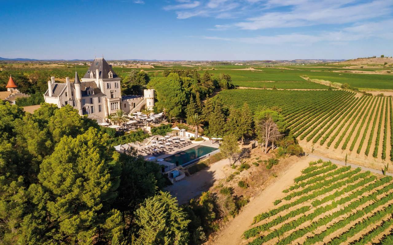 Vue aérienne du Château Les Carrasses, hôtel séminaire Montpellier, Domaine & Demeure Events.