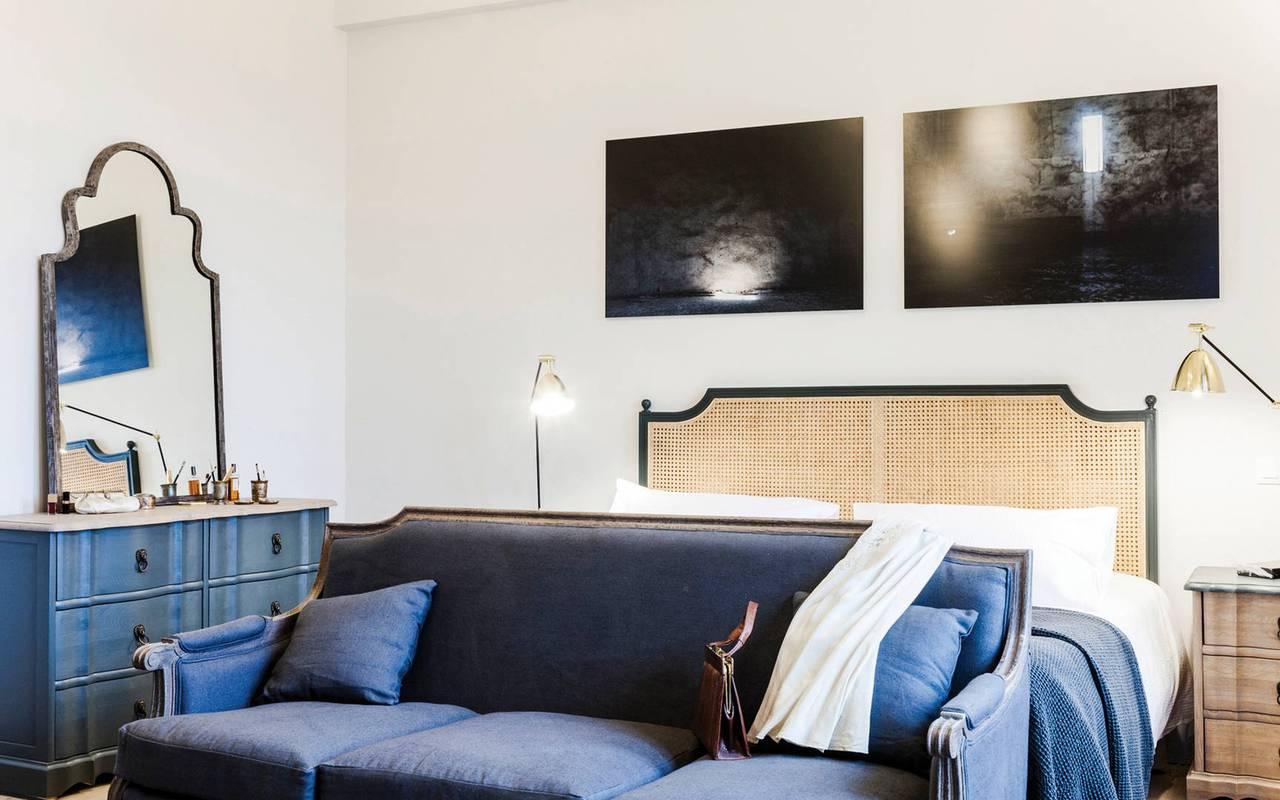 Chambre avec canapé, hôtel séminaire Montpellier, Domaine & Demeure Events.