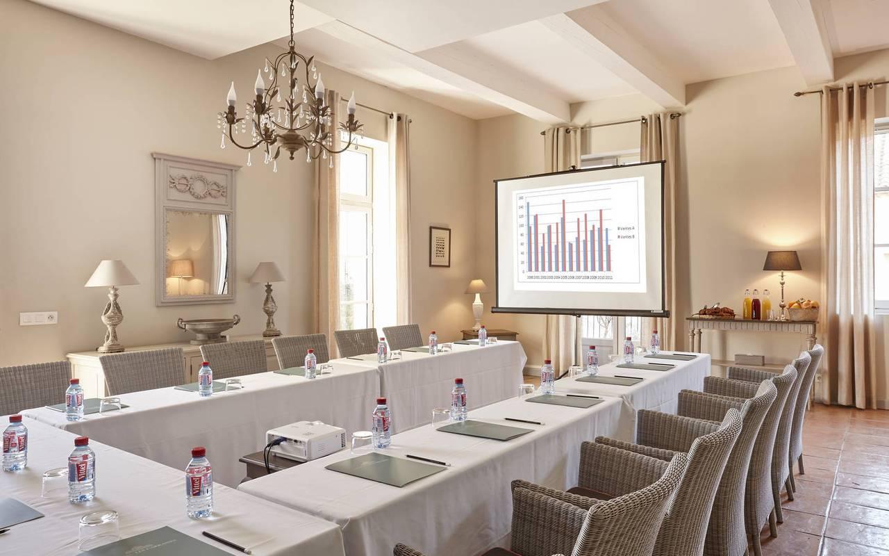 Réunion dans salon élégant, hôtel séminaire Toulouse, Domaine & Demeure Events.