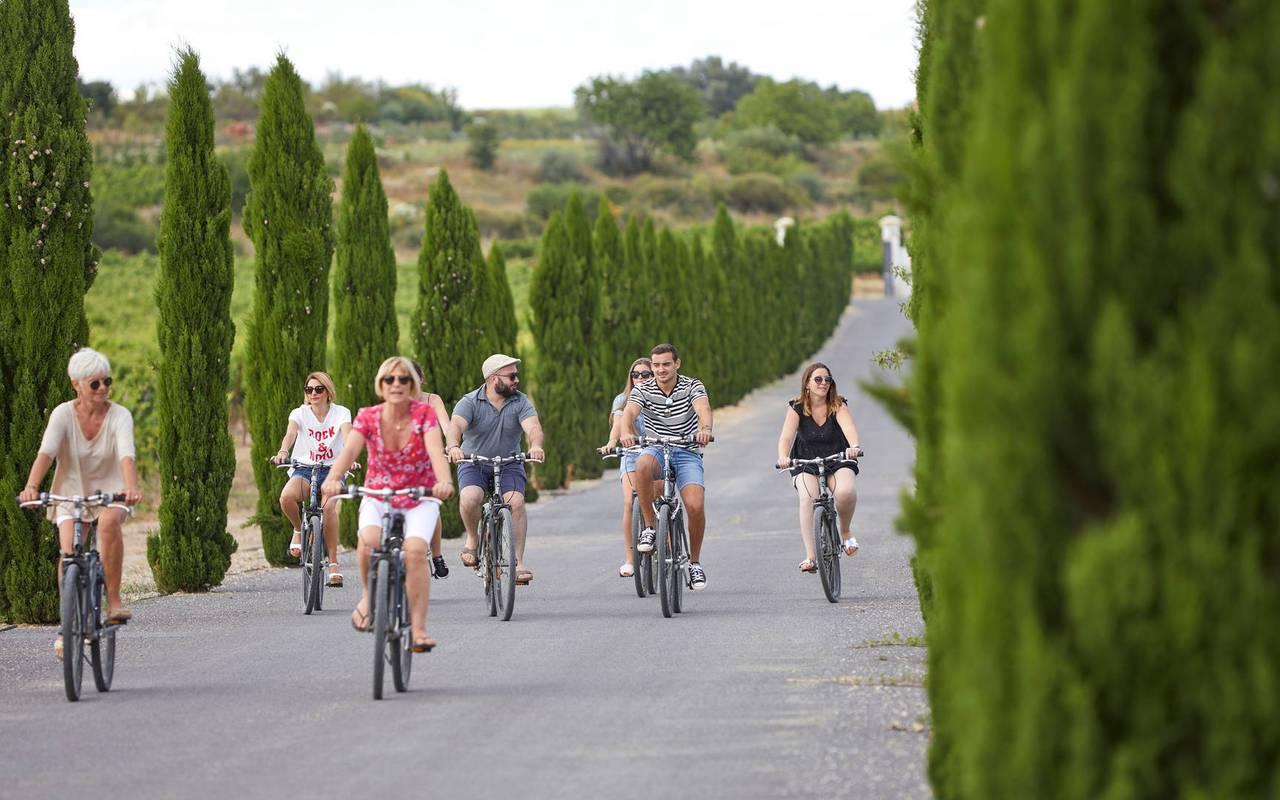 Personnes faisant du vélo, hôtel séminaire Montpellier, Domaine & Demeure Events.